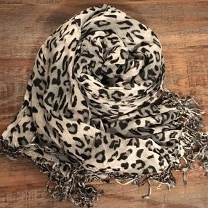 💜 { BRANDLESS } | Leopard Fashion Scarf